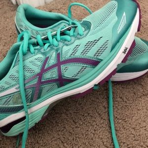 Asics running/tennis shoes